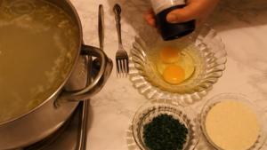 Supa de pui cu galuste de gris galuste