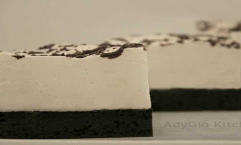 prajitura negri in camasi albe