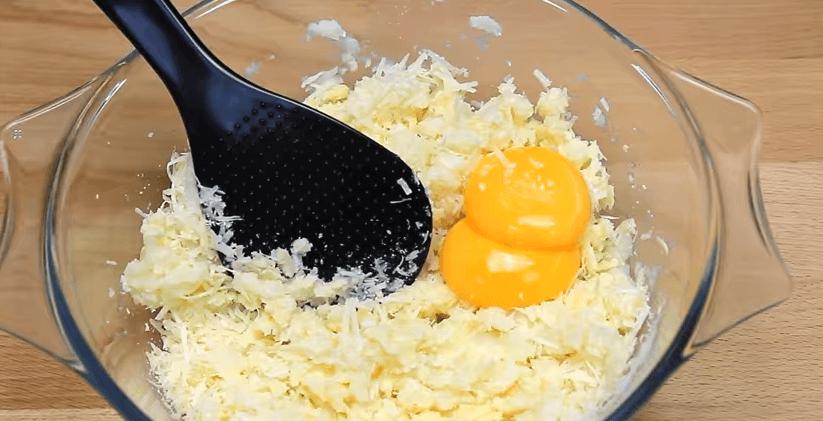 sufleu de cartofi galbenusuri
