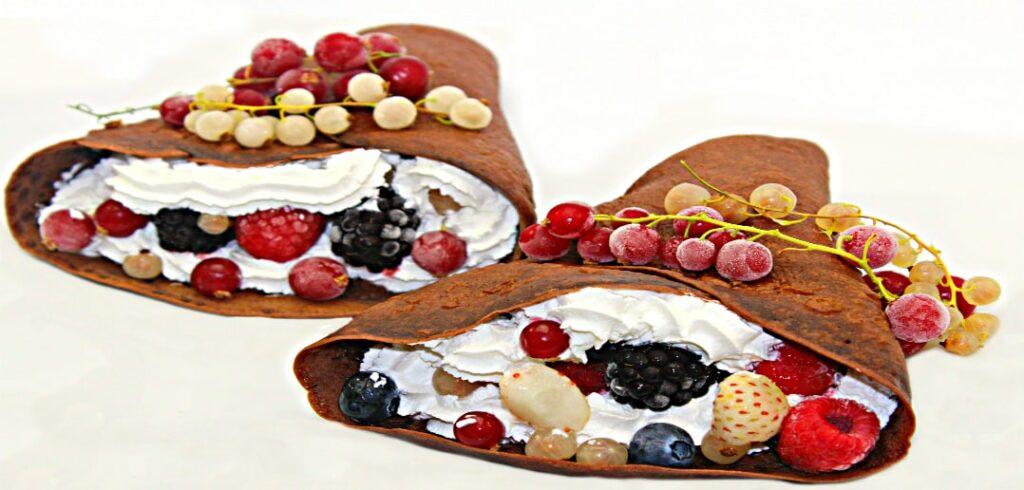 clatite cu ciocolata si fructe de padure