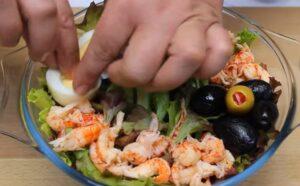 salata cu crayfish ou