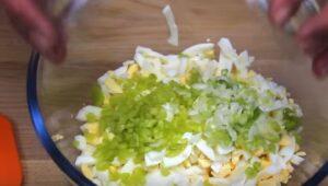 Salata de oua ceapa si ardei