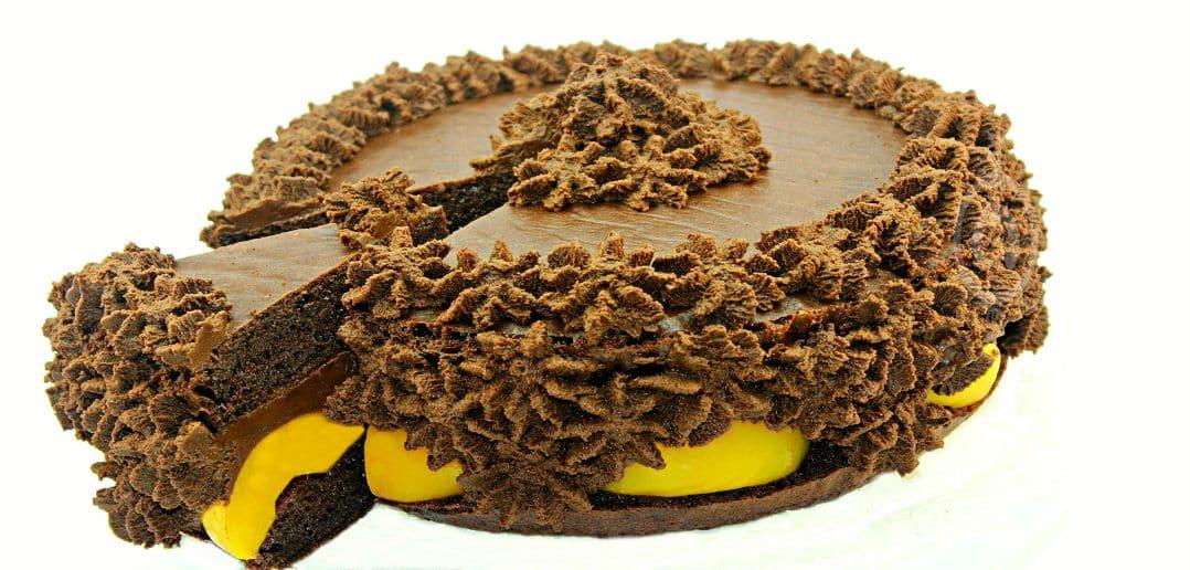 Tort de ciocolata cu piersici