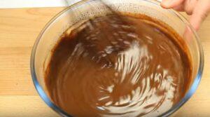 tort de ciocolata cu piersici ganache