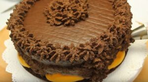 tort de ciocolata decor
