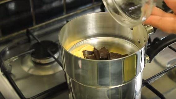 vulcan de ciocolata bain marie