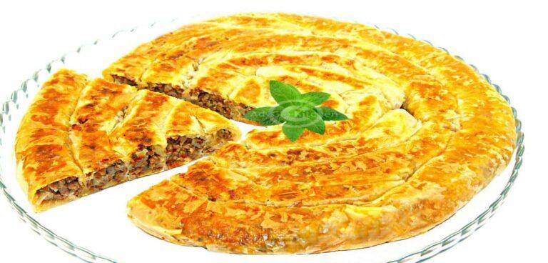 Borek rulat la tigaie sau placinta turceasca cu carne