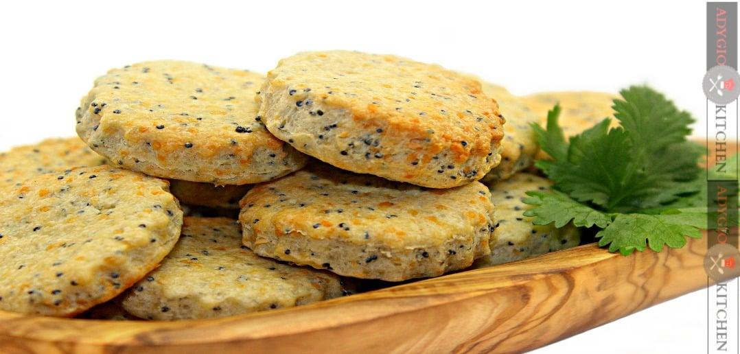 biscuiti cu parmezan si mac adygio kitchen