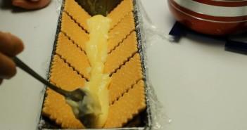 prajitura cu biscuiti si banane strat 2