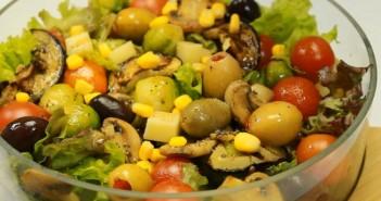 salata de vinete cu branza provolone porumb