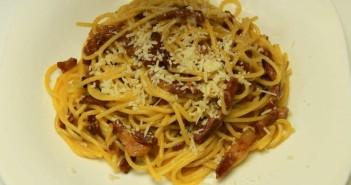 spaghete carbonara presara parmezan