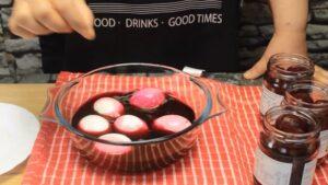 oua umplute colorate natural oua in lichiid