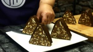 tort de biscuiti Piramida felie