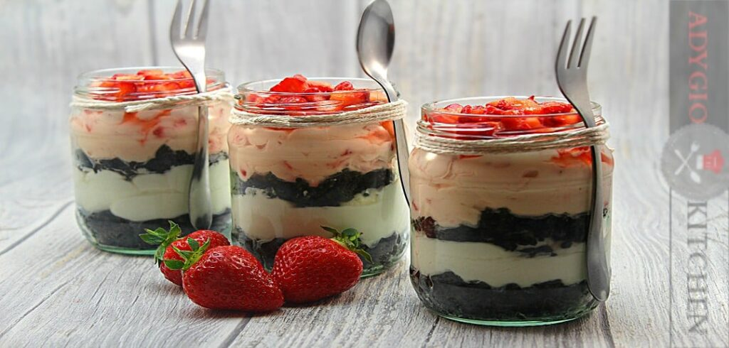 Cheesecake cu capsuni la borcan adygio kitchen