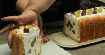 tort diplomat cu iaurt si struguri felie