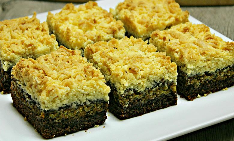Prajitura cu nuca si blat ras o prajitura cu textura unui crumble