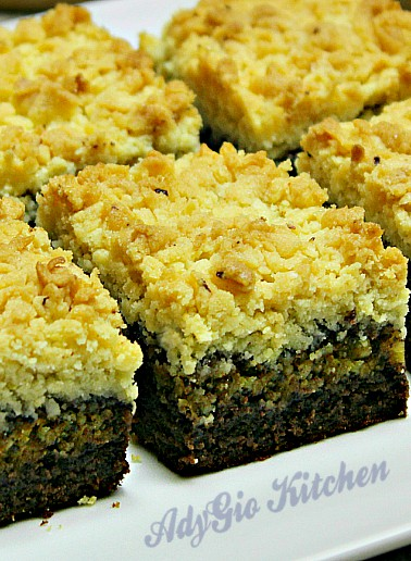 Prajitura cu nuca si blat ras o prajitura cu nuca delicioasa si textura unui crumble
