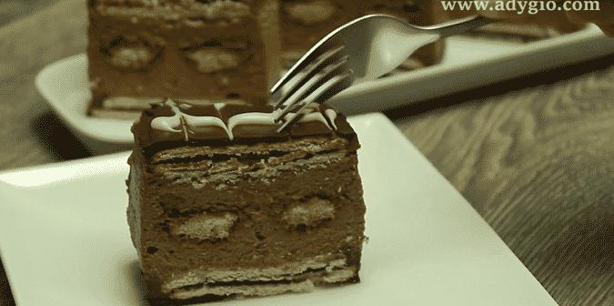 prajitura-cu-biscuiti-si-piscoturi-reteta