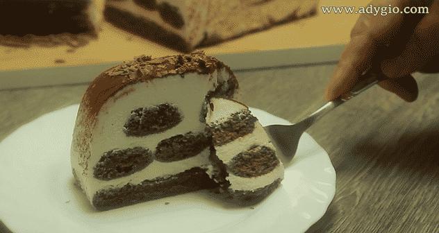 tiramisu-cu-ciocolata-felie-servire