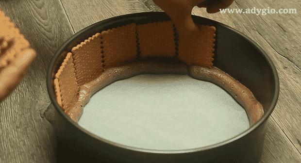 tort fara coacere spirala de biscuiti adanciti in crema