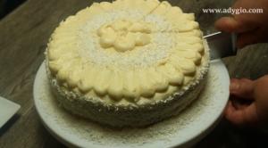 Tort alba ca zapada taiere tort