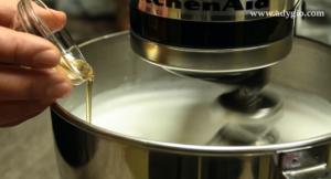 tort alba ca zapada extract de vanilie