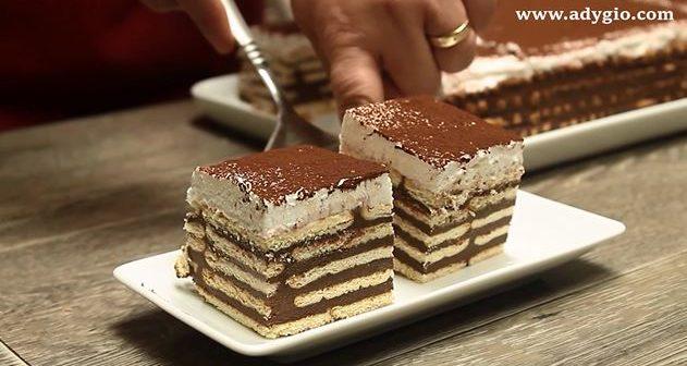 Prajitura fara coacere cu ciocolata si frisca prezentare finala