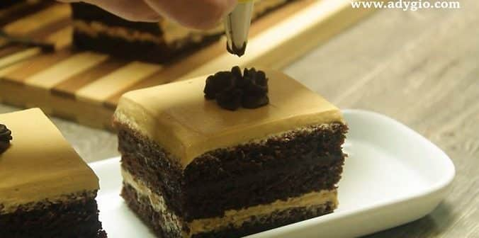 prajitura cu crema de ciocolata si unt de arahide prezentare