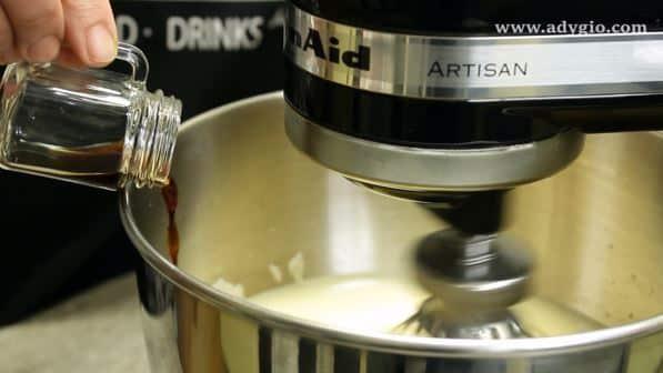 Prajitura cu cirese si crema cu cacao extract de vanilie