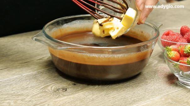 Prajitura in 5 minute fara coacere cu ciocolata unt