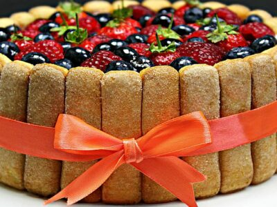 Tort Tiramisu cu fructe de padure si mascarpone adygio kitchen