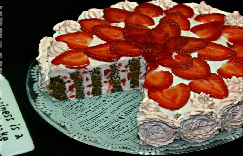 Tort cu capsuni si blat spiralat adygio kitchen