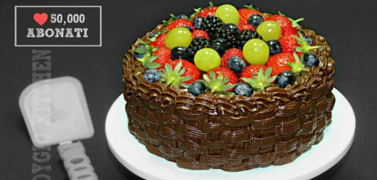 "Tort de ciocolata cu fructe si frisca "" Cosulet cu fructe """