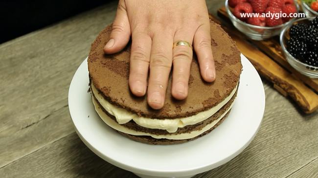 Tort de ciocolata cosulet cu fructe tort cu ciocolata