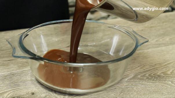 tort de ciocolata cosulet cu fructe amestec ciocolata