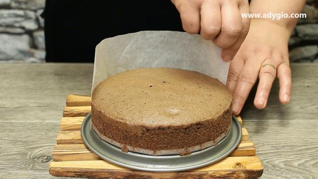 tort de ciocolata indepartare hartie