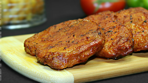 Friptura de porc la cuptor cu sos de rosii si usturoi - Adygio Kitchen