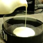 Prajitura fara coacere cu iaurt si mure asamblare creme