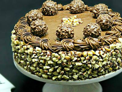 Tort Ferrero Rocher cu ciocolata si alune adygio kitchen