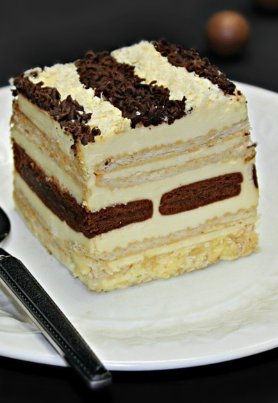 Tort de biscuiti cu frisca si doua tipuri de ciocolata