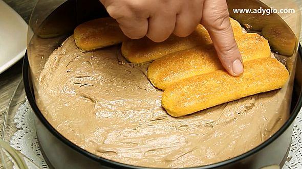 Tort fara coacere cu ciocolata si piscoturi