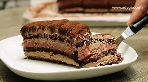 prajitura cu ciocolata si jeleu servire