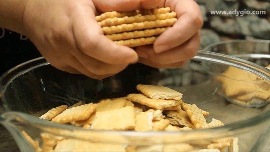 prajitura simpla in 10 minute cu biscuiti si budinca rupere biscuiti