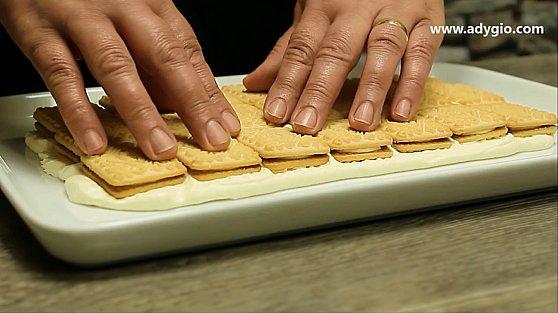 tort de biscuiti cu frisca presare biscuiti