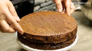 tort ferrero rocher cu ciocolata si alune de padure blat capac