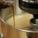 Prajitura cu mere si crema de zahar ars esenta de vanilie
