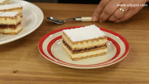 prajitura Albinita cu miere sugestie de servire