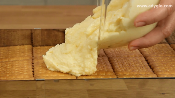 prajitura albinita cu miere fara coacere crema