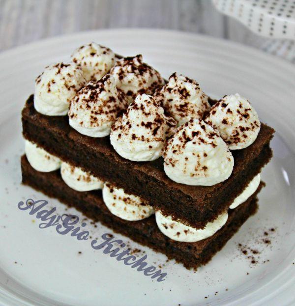 Prajitura Tiramisu cu mascarpone si cacao dreptunghi