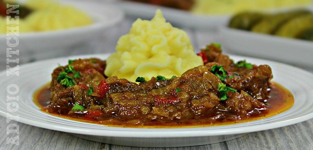 Tocanita de vita in sos de ceapa adygio kitchen